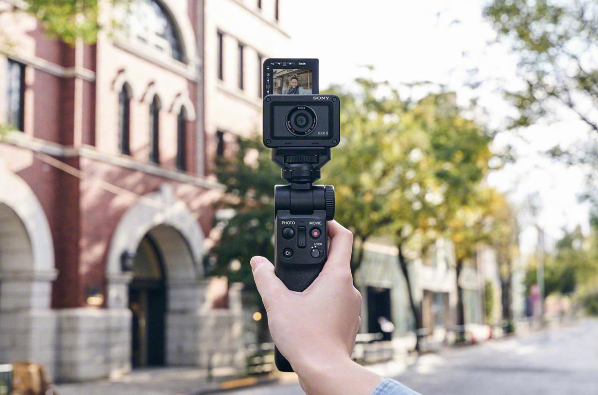 Sony annuncia lo shooting grip GP-VPT2BT con funzione di telecomando wireless