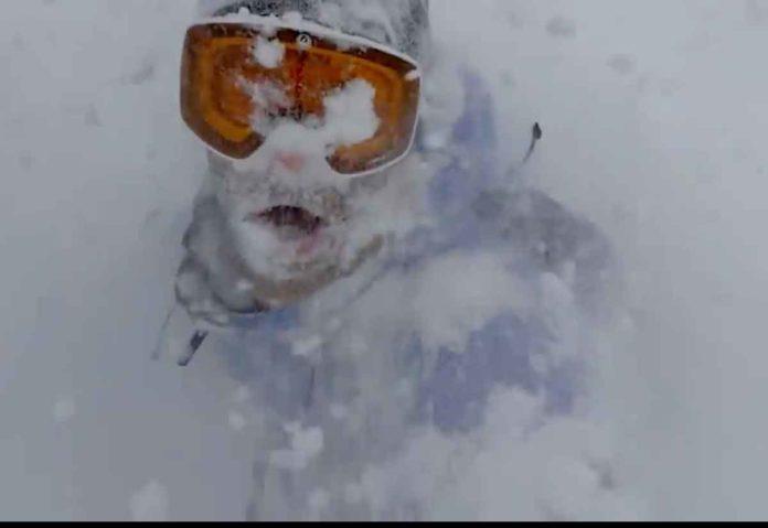 Slofie e snowboard nei nuovi spot Apple dedicati a iPhone 11