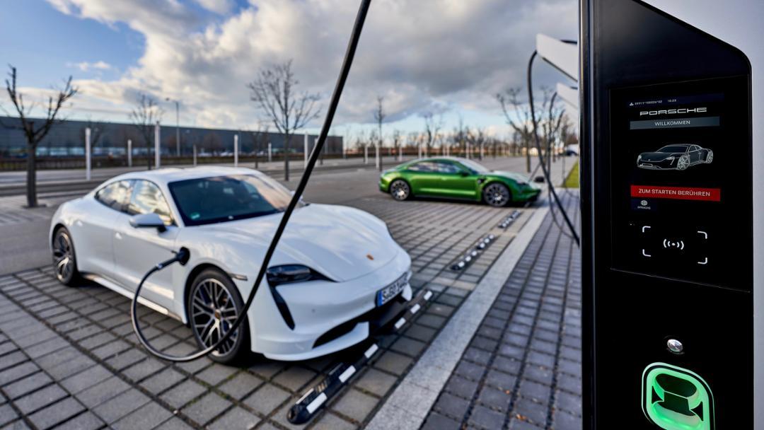 Porsche ha aperto la più grande infrastruttura d'Europa dedicata alle ricariche dei veicoli