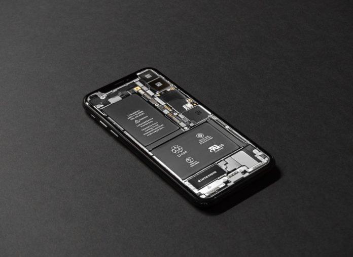 L'Europa chiede un ritorno al passato: batterie rimovibili per gli smartphone