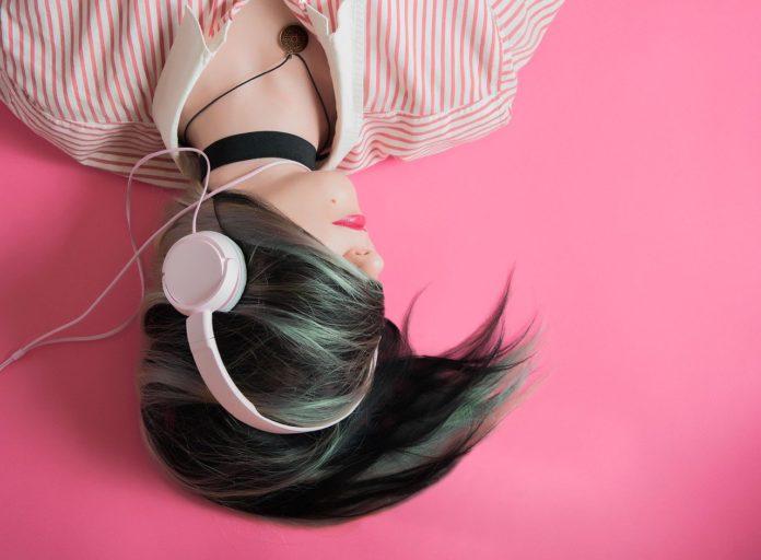 La musica in streaming ora domina il mercato, i download digitali al picco più basso basso dal 2006