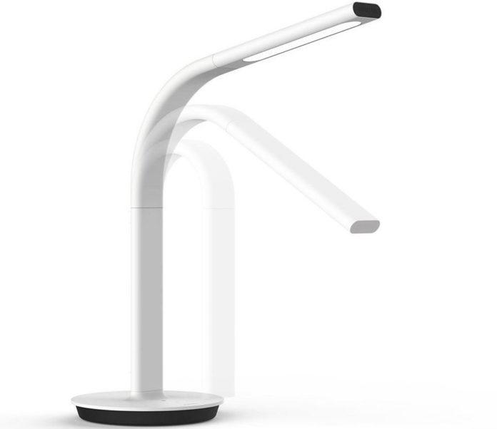 La lampada da scrivania Xiaomi Philips che si prende cura degli occhi in sconto a 74,72 euro