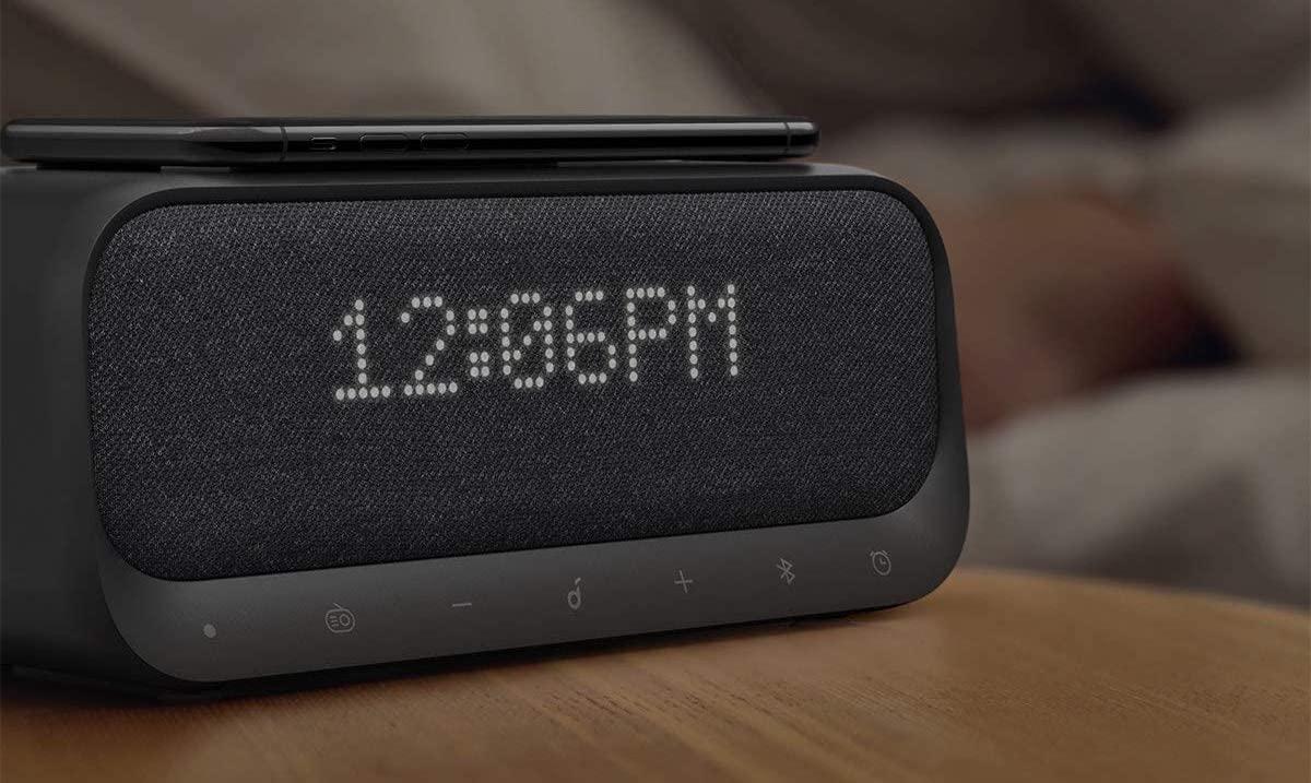 Soundcore Wakey, sveglia, caricabatteria, speaker, radio: solo oggi a 69,99€