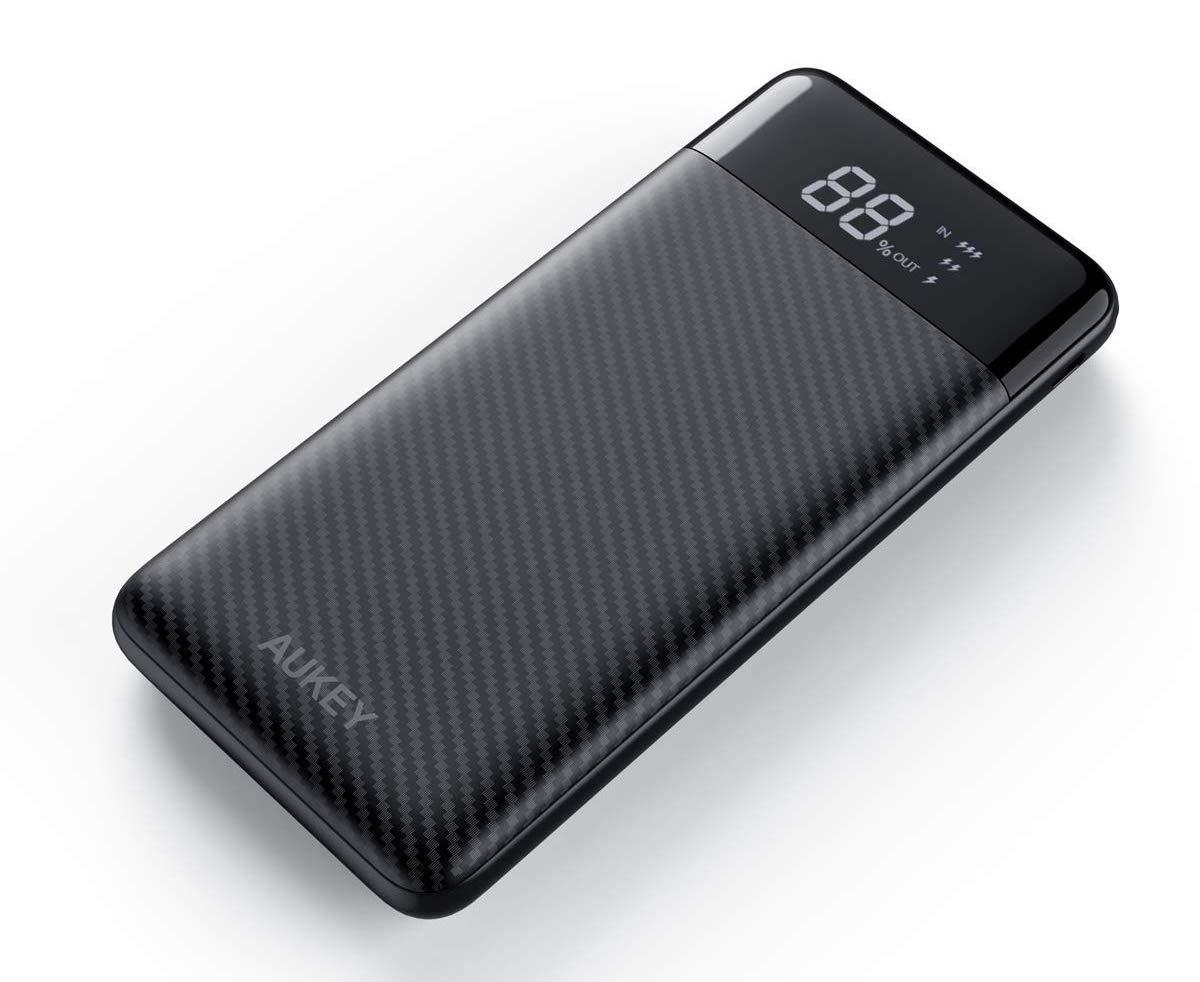 Batteria Aukey da 10.000 mAh con display e USB-C a soli 16,14 euro