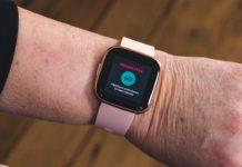 Fitbit monitora la salute cardiaca con FibriCheck
