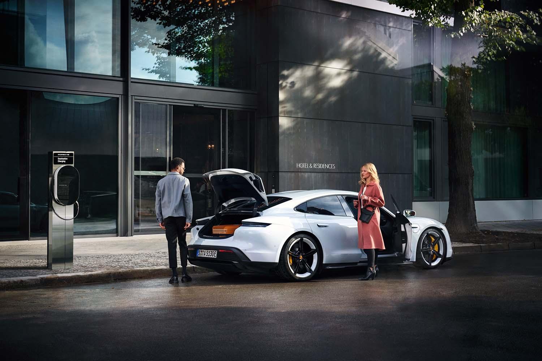Porsche ricarica elettrica
