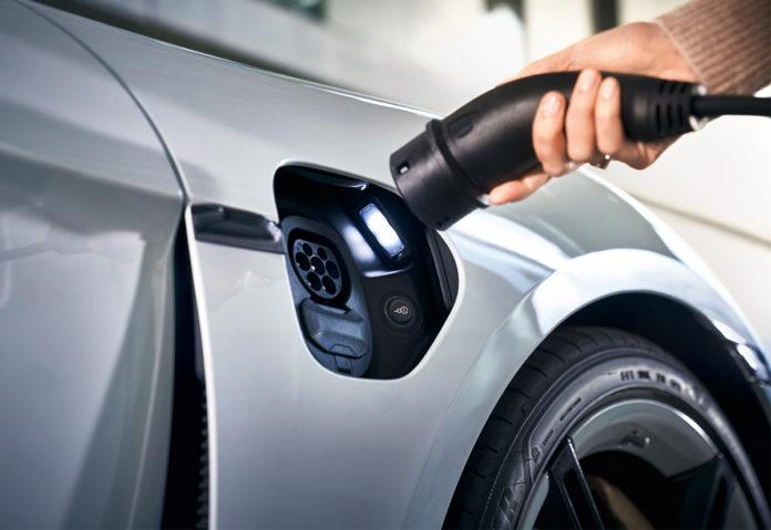 Porsche, cresce la rete globale di stazioni di ricarica per la mobilità elettrica