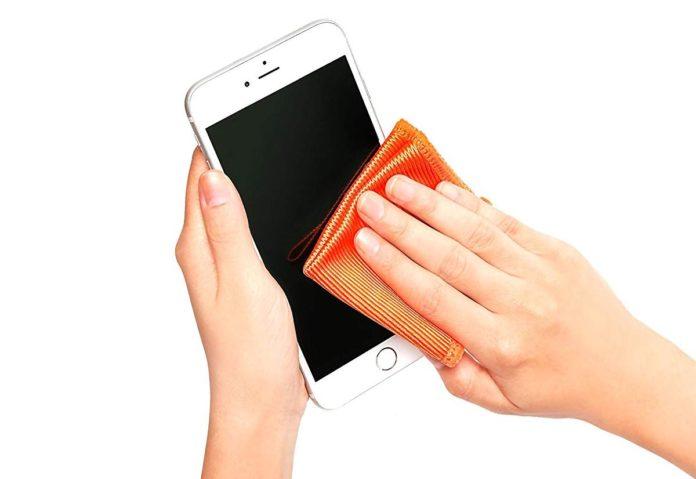 Apple riferisce che si possono usare alcune salviette disinfettanti per pulire l'iPhone