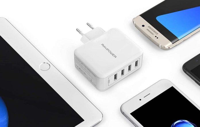 Caricatore RavPower con 4 USB e spina verticale italiana: ultime ore a 12,79 euro