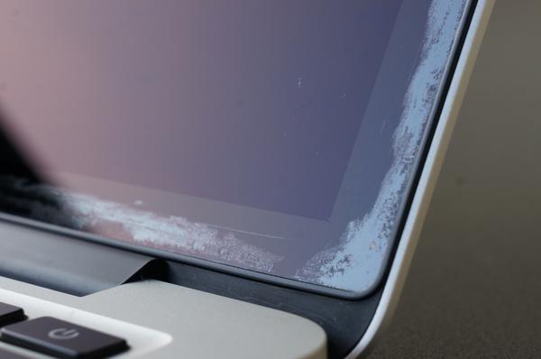 Apple riconosce problemi al rivestimento anti riflesso per MacBook Air Retina