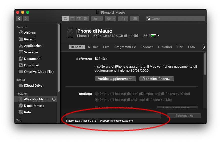 Il Finder di macOS 10.15.4 mostra con chiarezza l'avanzamento della sincronizzazione con un dispositivo iOS