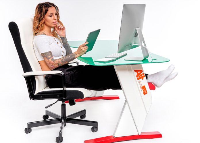 Le scrivanie AiT Smart sono il sogno di chi lavora troppe ore al computer