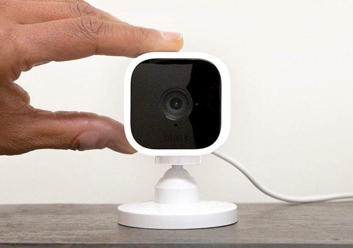 Amazon Blink Mini è la telecamera di sicurezza compatta e completa da 39,99 euro