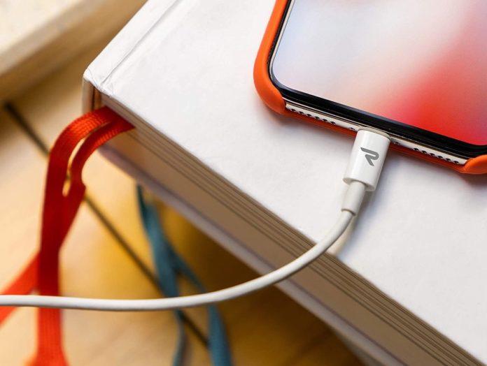 Cavo USB-C Lightning, bianco come quello di Apple, in sconto a soli 7,69 euro