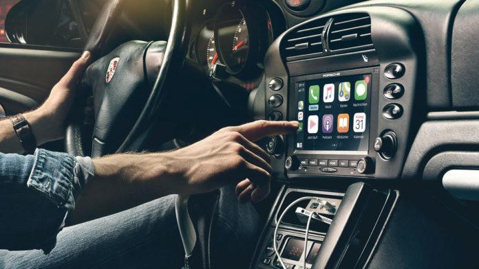Porsche, un sistema di infotainment con CarPlay per le vecchie vetture