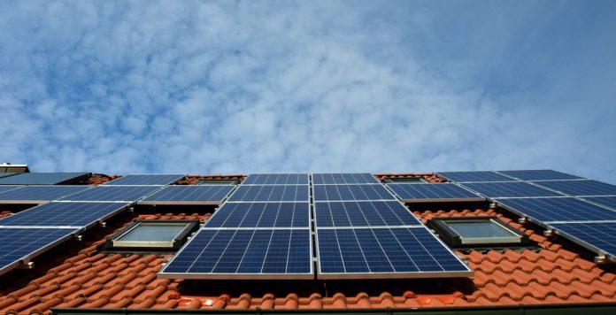 Il Coronavirus aiuta i paesi a battere i record di produzione di energia solare
