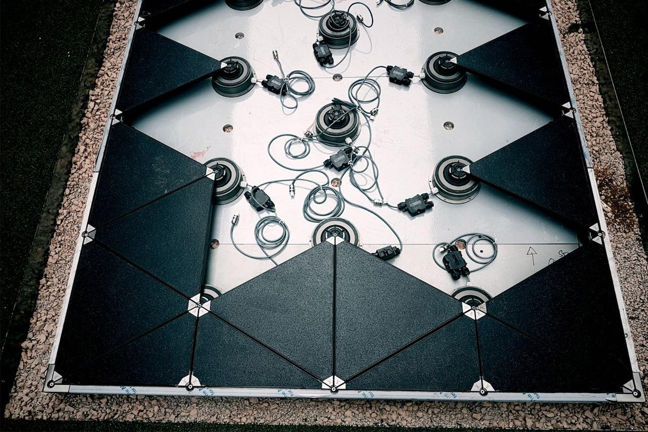 """Pavegen è il pavimento """"smart"""" che he converte l'energia cinetica in elettricità"""