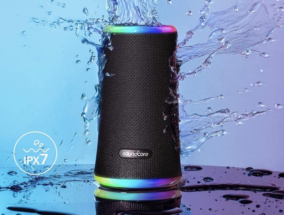Altoparlante Bluetooth con anelli LED e diffusione a tutto tondo a 59,99 euro spedizione inclusa