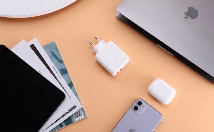 Caricatore Aukey con 2 prese USB-C, potenza 36W, in sconto a soli 20,99 euro