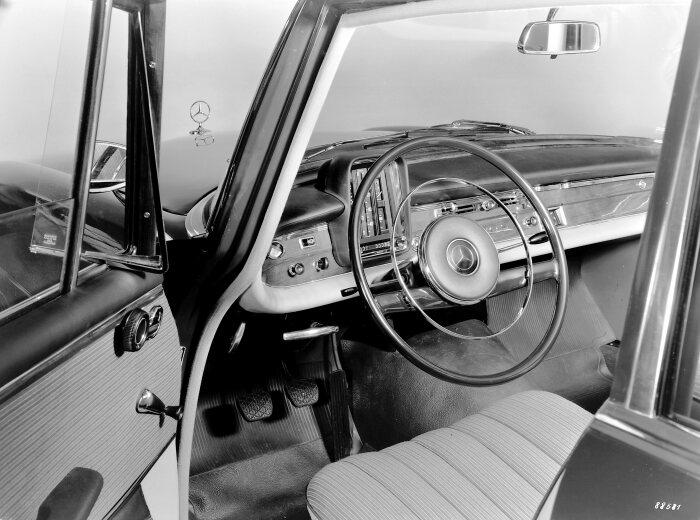Dalle prime auto senza volante a quelle con volante capacitivo