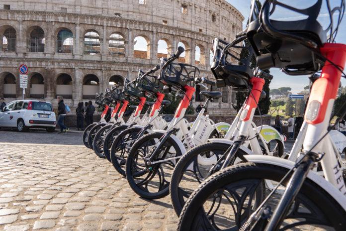 Ecco Helbiz Unlimited, il primo abbonamento in Italia per la monopattini e bici elettriche