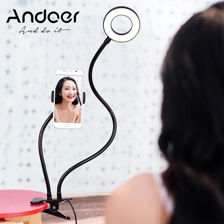 La lampada LED ad anello Andoer che vi regge lo smartphone in offerta su eBay a 15,99 euro