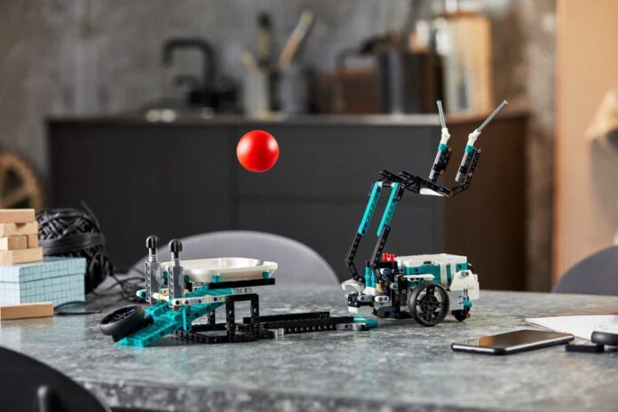 E' in arrivo il set di mattoncini LEGO per costruire robot che si controllano con lo smartphone
