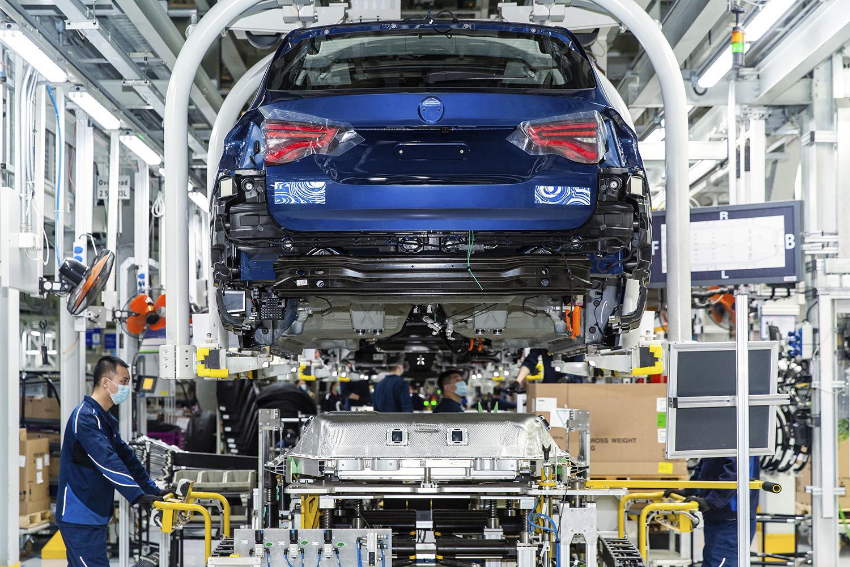 BMW iX3 in arrivo: i preparativi proseguono secondo piani