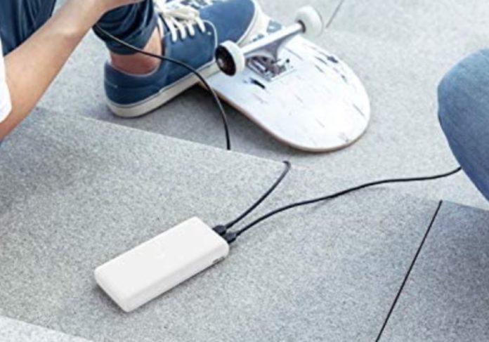 Anker PowerCore Lite, batteria d'emergenza da 20000 mAh con due USB in sconto a 31,99 euro spedita