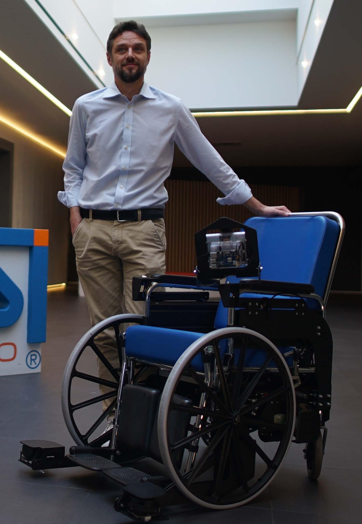 Sedie a rotelle comandate con la voce: il progetto di una startup italiana