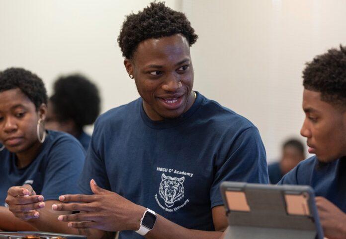 Apple sostiene gli studenti di colore: cresce la collaborazione con scuole e college