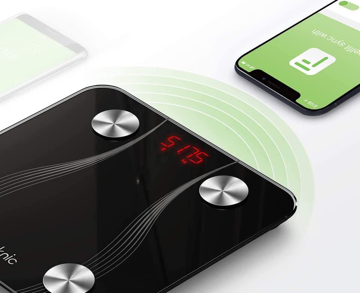 Bilancia impedenziometrica iTeknic, si collega via app allo smartphone: 22,19 euro spedita