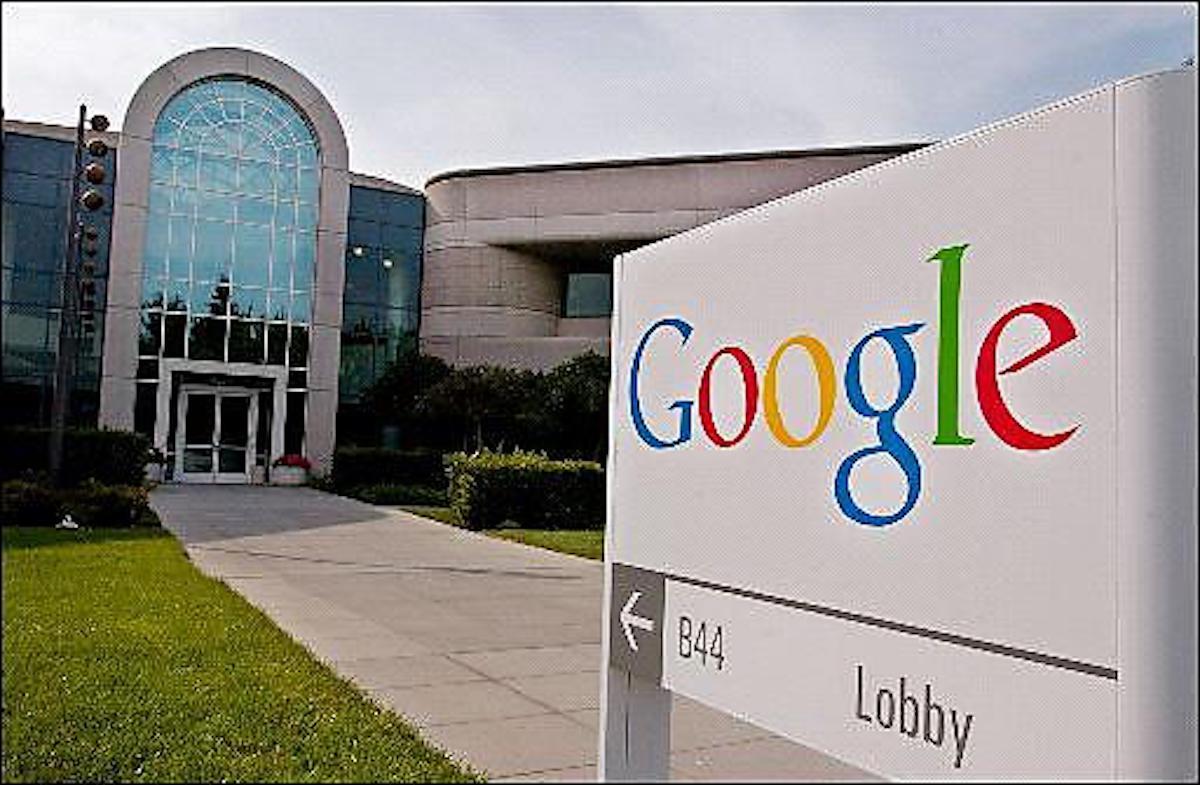 Google non riaprirà gli uffici statunitensi per l'ultimo picco di Covid-19