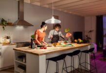 La famiglia Philips Hue accoglie nuove nuove lampadine, lampade e dispositivi bluetooth