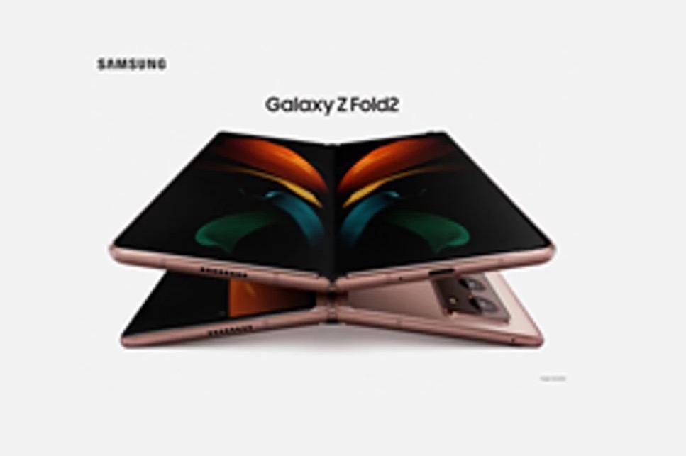In foto Galaxy Z Fold 2, il display sembra più grande