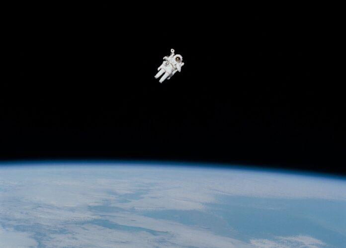 Eau De Space, la NASA lancia il profumo che sà di spazio