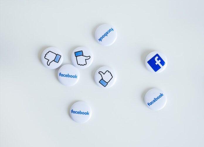 Facebook: Apple ci ha bloccato il messaggio informativo sulla commissione del 30%