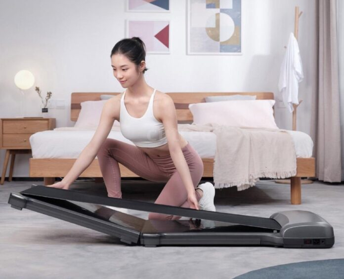 Solo 279 € lo Xiaomi WalkingPad C1, il tapis roulant per camminate e passeggiate indoor in casa