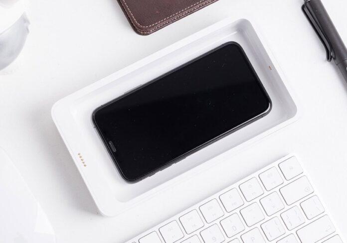 Sterilizzate lo smartphone con il caricatore wireless UVC di Xiaomi youpin, solo 24 €