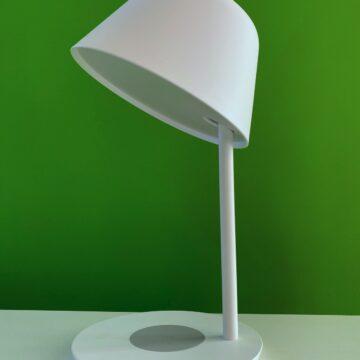 Recensione YEELIGHT YLCT03YL: lampada da comodino Pro con ricarica wireless