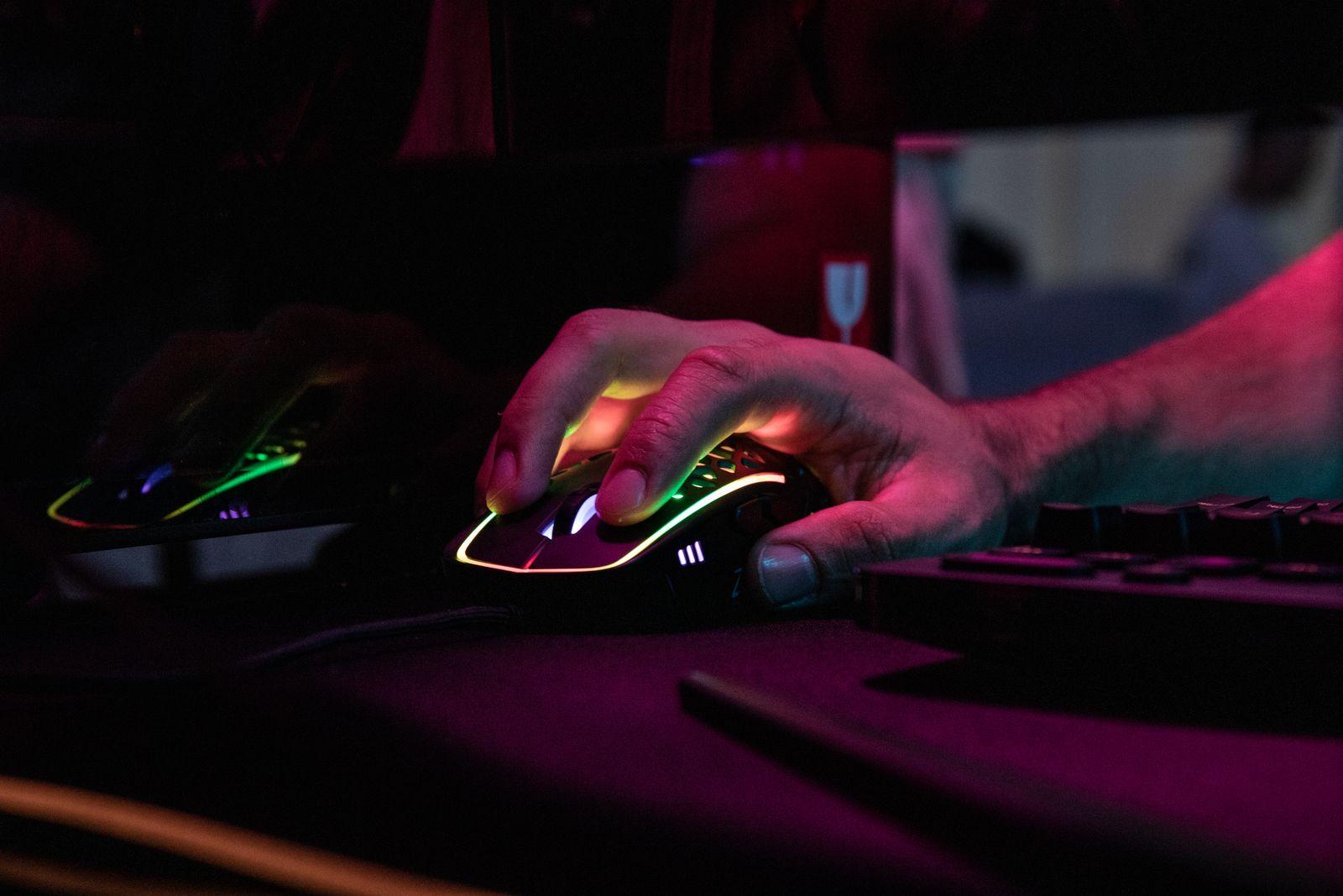 Recensione Zephyr Gaming Mouse, stile Zerg con raffreddamento incorporato