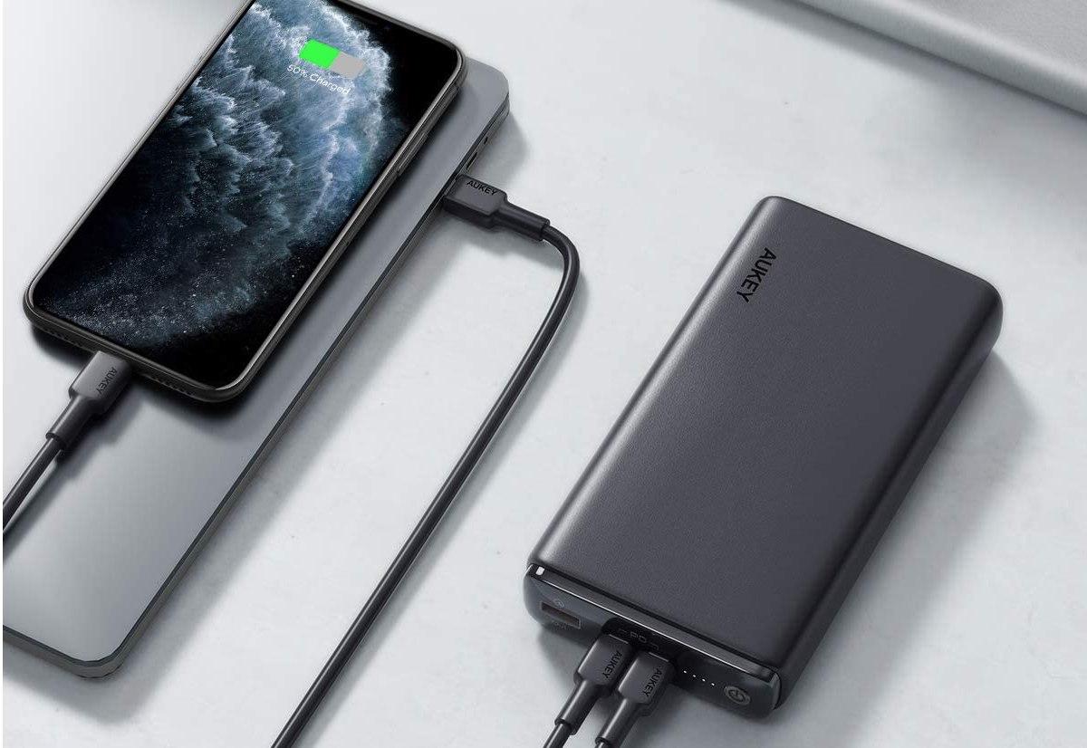 Batteria Aukey che ricarica anche i MacBook Pro: sconto a 43,99 €