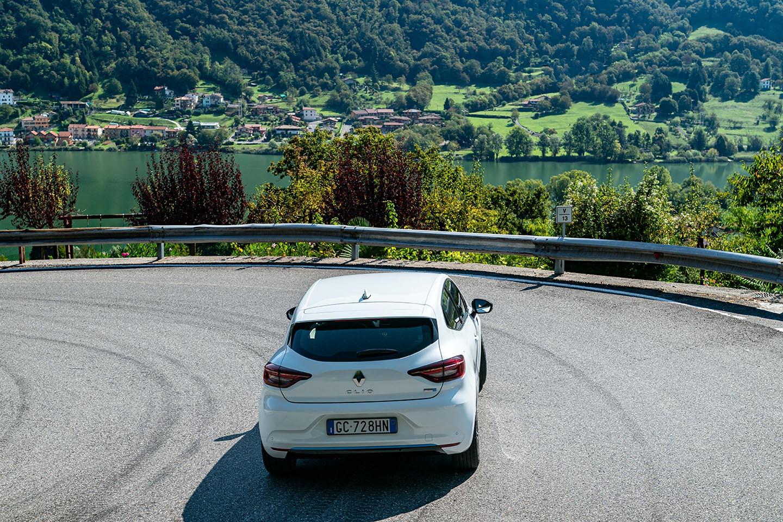 Renault Clio E-Tech Hybrid è l'ibrida che si ricarica frenando