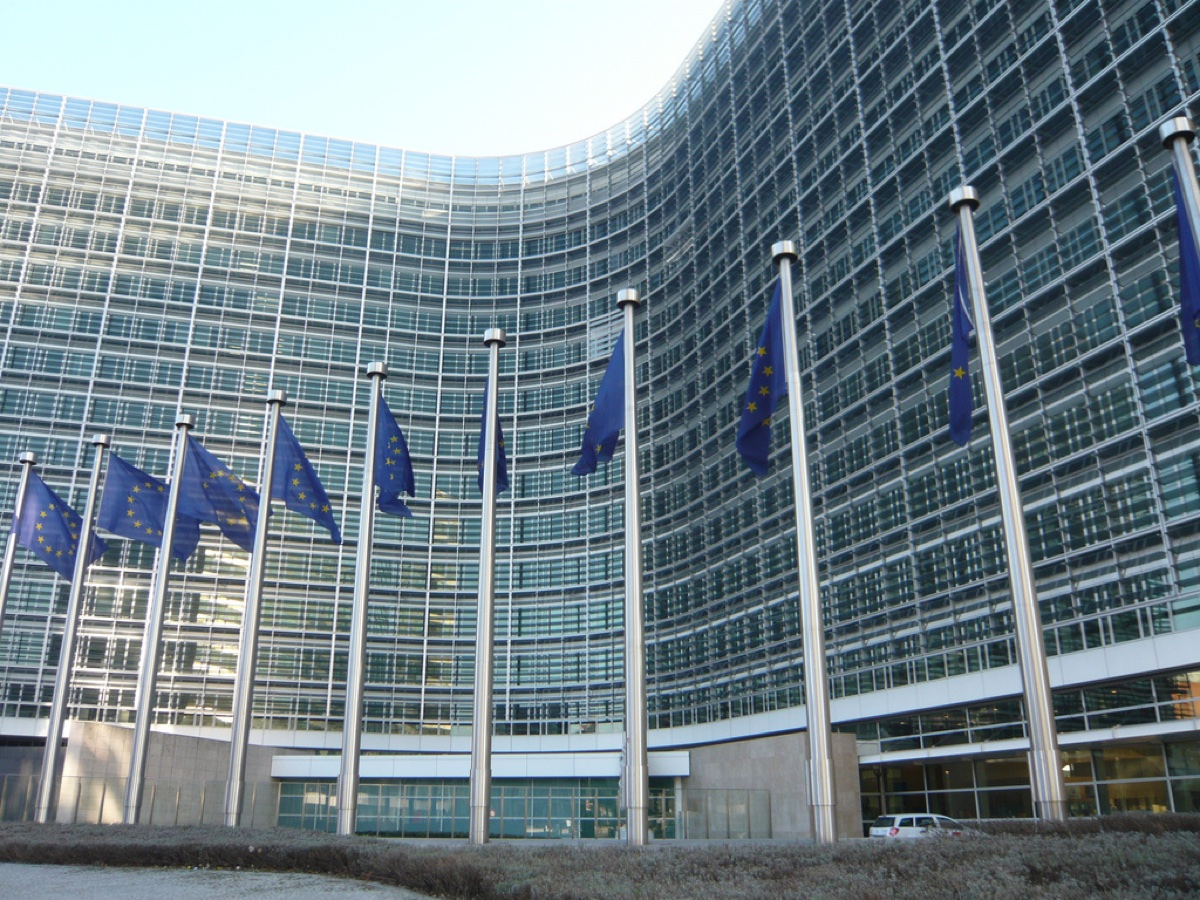 La Commissione europea prepara l'accus …
