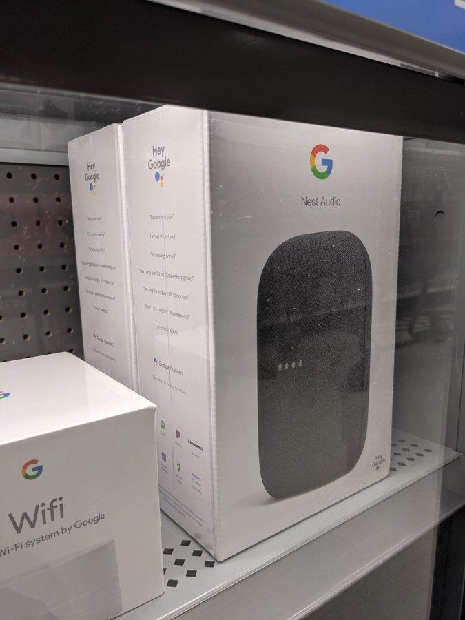 L'altoparlante Nest Audio di Google in mostra da Walmart