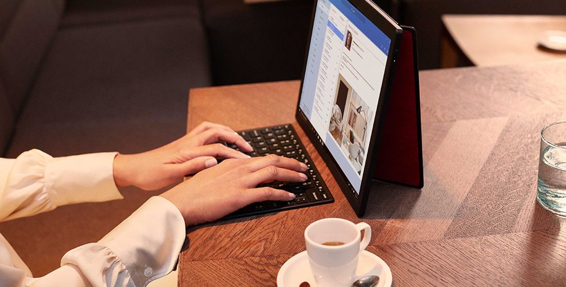 In vendita Lenovo ThinkPad X1 Fold, il primo PC pieghevole