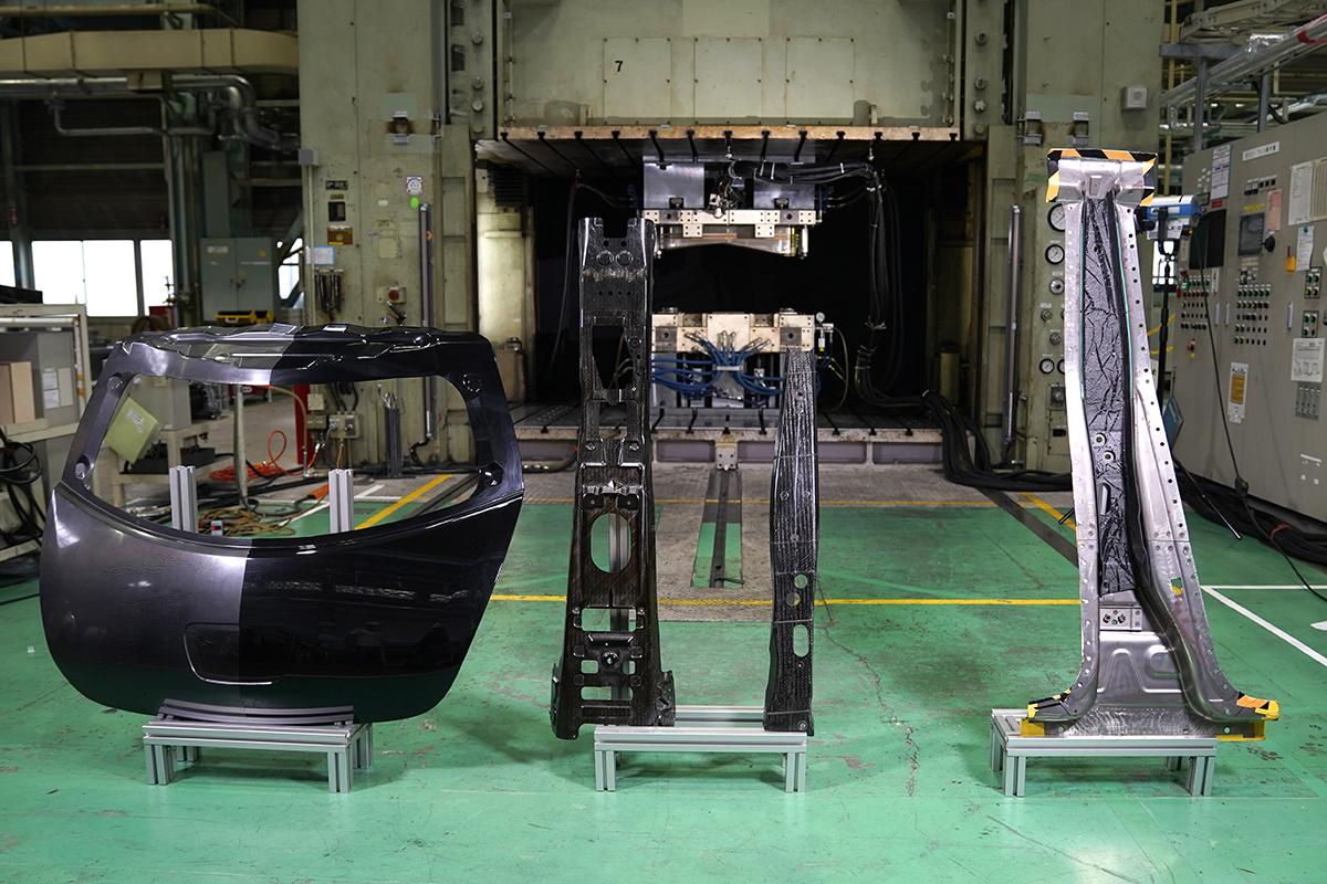 Nissan ha trovato nuovi modi per sfruttare la fibra di carbonio