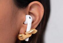 Arrivano i Pebble Pods, gli orecchini che avvolgono gli AirPod