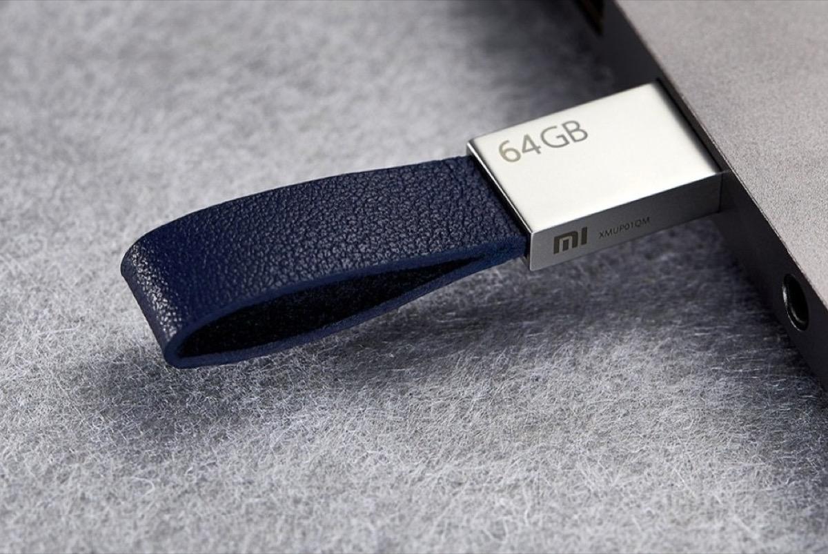Solo 13 € il porta chiavi USB 3.0 Xiaomi U in pelle da 64 GB