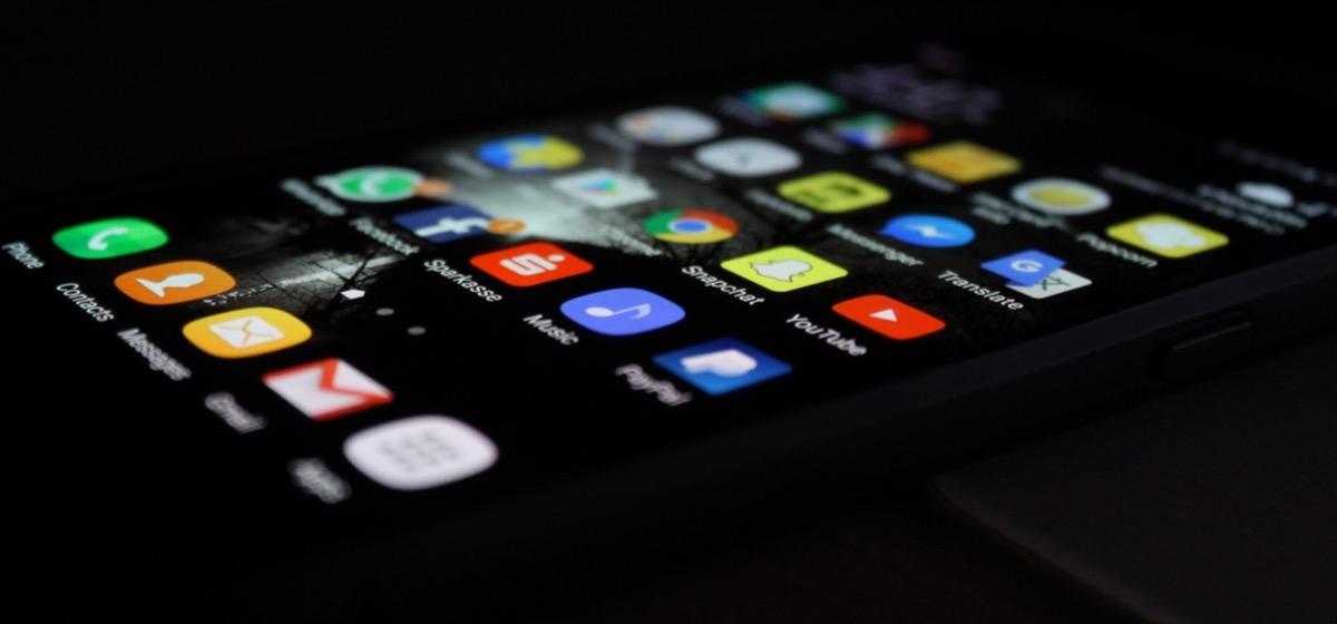 App Store contro Google Play, meno download ma più ricavi